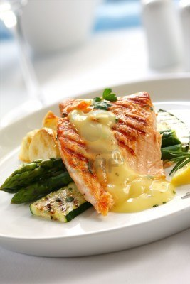 grilled-salmon-with-bearnaise-sauce